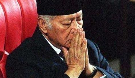 Plannen om soeharto de status van nationale held toe te kennen, worden overwogen door de indonesische regering en er is hevig over. 5 Hal Ini Jadi Penyebab Runtuhnya Kekuasaan Presiden Soeharto di Tangan Rakyat Pada 1998 ...