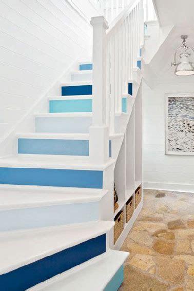 quelle couleur peinture pour cuisine escalier peint en bleu rangement sous escalier blanc