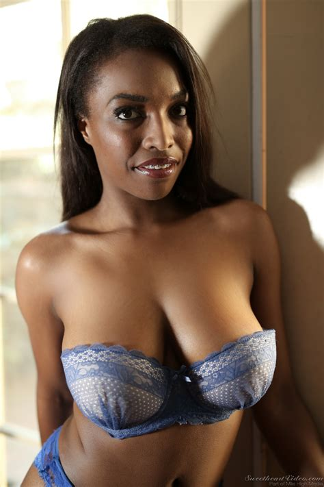 Super Sexy Ebony Teen Daya Knight Reveals Her Superb
