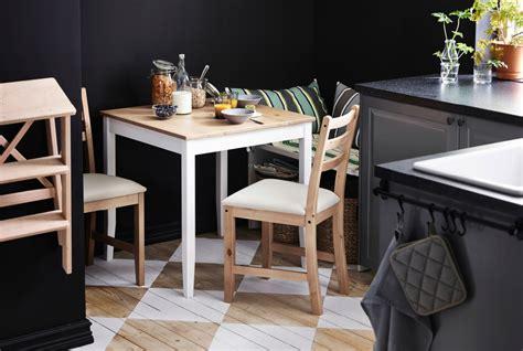 table et chaises de cuisine ikea une mini salle à manger dans une toute cuisine