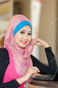 Pretty young muslim women — Stock Photo © zaihan #6149598