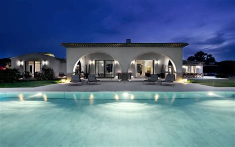 20 Beautiful Pool House Designs