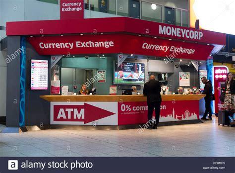 bureau de change at gatwick airport moneycorp stock photos moneycorp stock images alamy