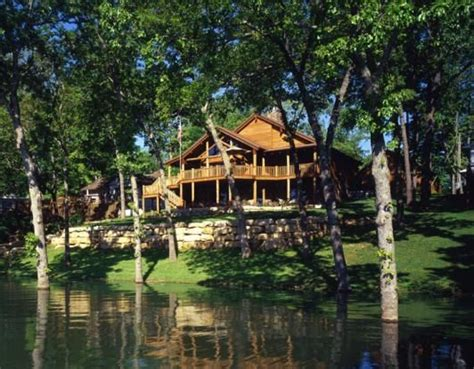table rock lake cabins built at the water s edge of table rock lake in missouri