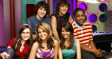 zoey 101 cast tv reunion reunited selfie