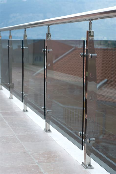balkongeländer aus glas balkongel 228 nder aus edelstahl glas 187 preise kostenfaktoren