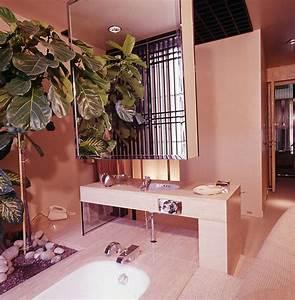 7 rare retro bathroom ideas from the pages of vogue for Art deco interior shop