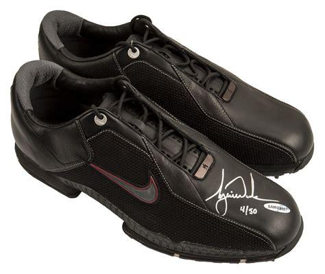 Lot Detail - Tiger Woods LE Signed Nike Golf Shoe (Upper ...