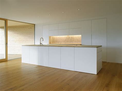White  Ee  Kitchen Ee   Island Modern Countryside House On Lake