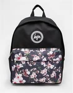 designer uhren outlet hype hype rucksack mit geblümter vordertasche bei asos