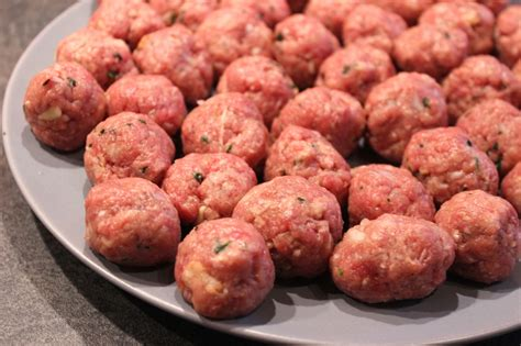 cuisiner des boulettes de viande boulettes de pommes de terre farcies à la viande pour