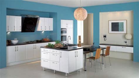 peinture cuisine bleu cuisine bleu peinture couleur bleu bermudes et meubles blanc