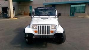 1992 Jeep Wrangler  White  4wd  Low Mileage 50914  Bucket