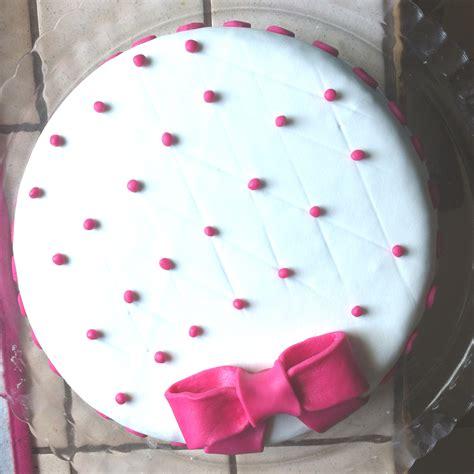 gateau d anniversaire a la pate a sucre g 226 teau d anniversaire 1 fafacupcake