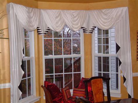 Swag Curtains For Living Room by Beautiful Elegant Bay Window Valance Rod Ideas Yustusa