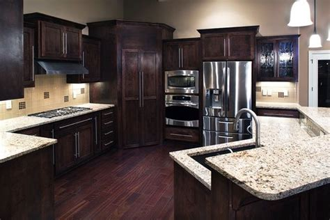 dark kitchen cabinets with light countertops pin by kristen williams on la cocina pinterest