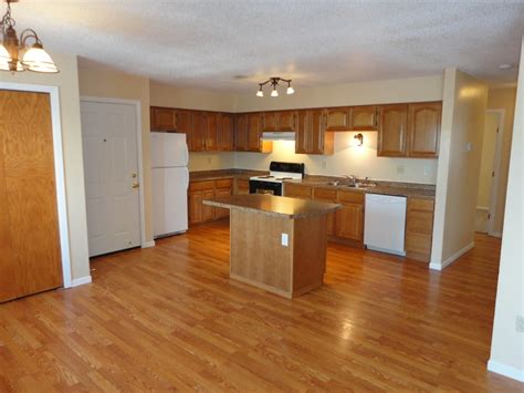 what color wood floor goes with oak cabinets what color walls with light wood floors and oak cabinets