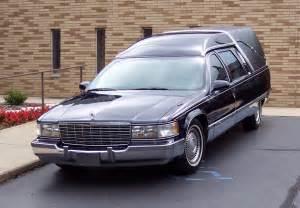 霊柩車:Description Cadillac Fleetwood hearse ...