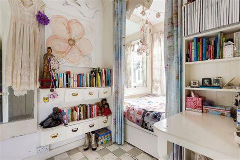 chambre à coucher originale ancienne maison de charme au design intérieur créatif dans