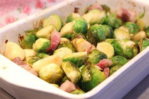 cuisiner choux de bruxelles choux de bruxelles rôtis aux pommes et lardons pour ceux