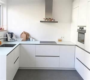 Weisse matte kueche weisse arbeitsplatte kitchens for Arbeitsplatte kueche