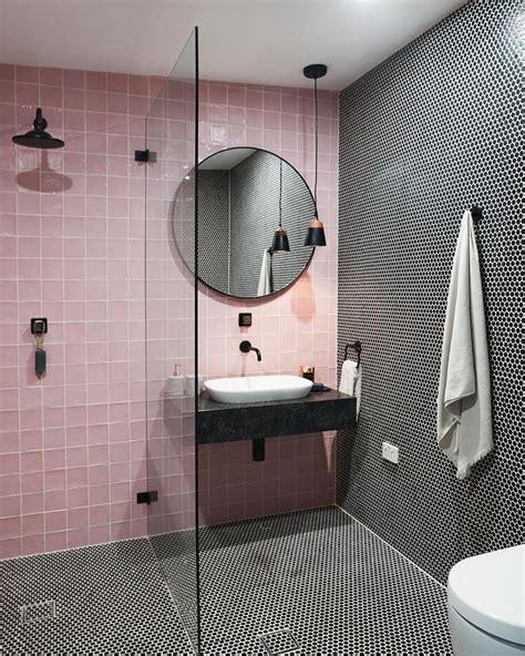 Haessliche Wandfliesen Im Bad So Kommt Der Putz Auf Die Fliesen by Die Besten 25 Rosa Fliesen Im Bad Ideen Auf