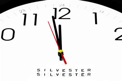 Je nach jahreszeit befolgen regionen, in denen eastern time (et) gilt, entweder eastern daylight time (edt) oder eastern standard time (est). Silvester Countdown Uhren / Silvester Countdown Die Zeit ...