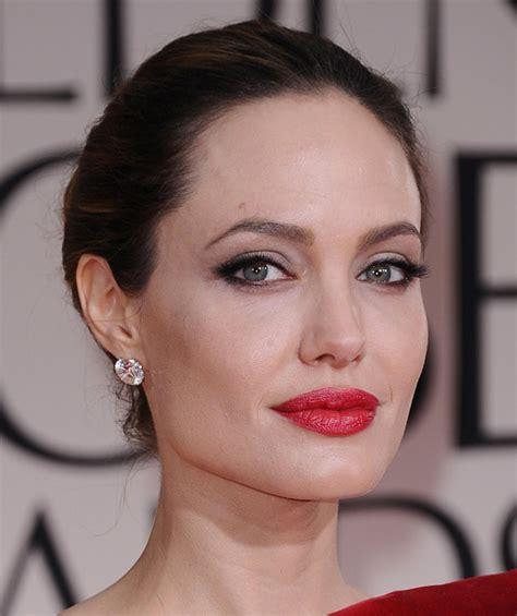 foto de 6 Red Lipsticks to Get Angelina Jolie's 2012 Golden Globes