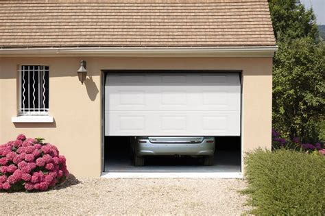 porte de garage sectionnelle motorisee brico depot porte de garage sectionnelle motoris 233 e en acier h 200 cm l 240 cm blanche brico d 233 p 244 t