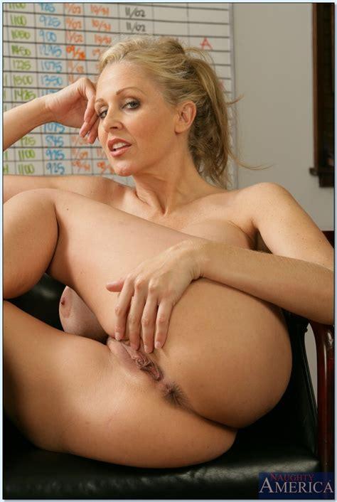 mature teacher julia ann demonstrating her sexy butt in the class
