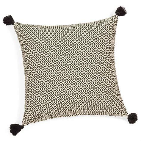 le chambre bébé fille housse de coussin à pompons en coton 40 x 40 cm ethnic