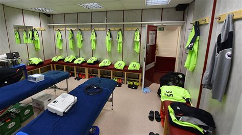 """Home to liverpool's famous liverpool fc and everton fc stadiums, if you are a football fan, this is definitely a in this neck of the liverpudlian woods, prices for rooms to rent reflect the quality of the. Liverpool FC on Twitter: """"📸 Inside the away dressing room ..."""