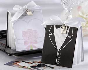 choosing special black and white wedding favors With black and white wedding favors