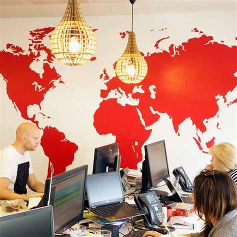 bureau enregistrement des entreprises carte du monde aux couleurs de votre entreprise couleur
