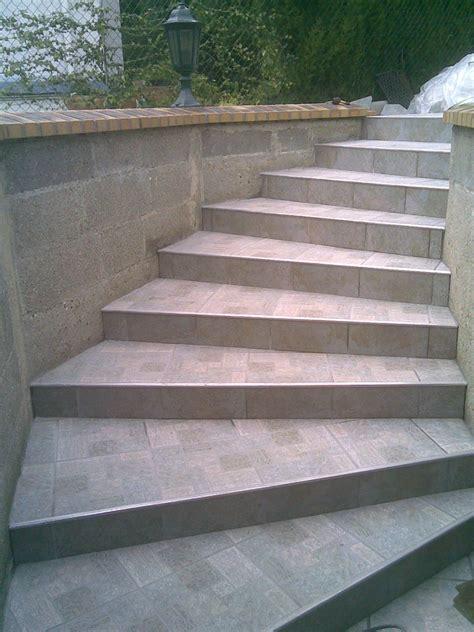 poser du carrelage sur un escalier exterieur