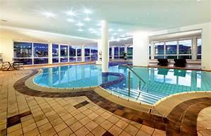 Schwimmbad Für Zuhause : ein schwimmbad mit alpinem lebensgef hl schwimmbad zu ~ Sanjose-hotels-ca.com Haus und Dekorationen