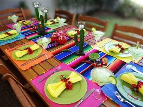 esszimmer le mit kerzen tisch deko ideen mexikanischer stil serviettenringe