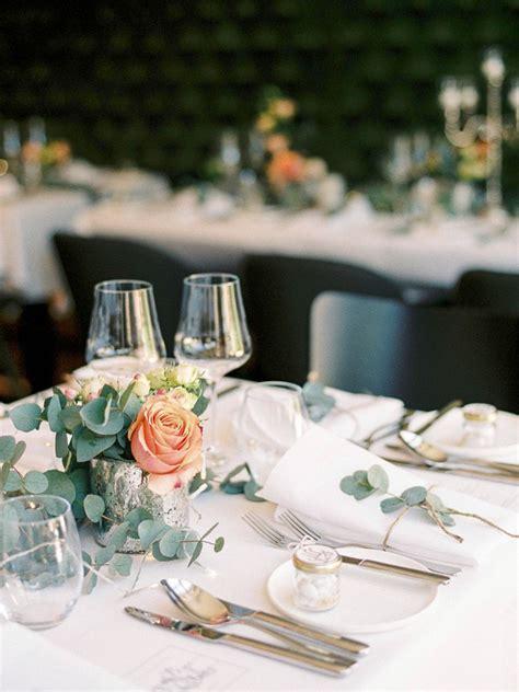 Klassische Vintagetischdeko Bei Einer Hochzeit Mit Glas
