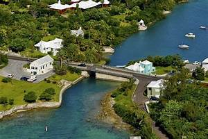 Somerset Bridge Bermuda - The World's Smallest Drawbridge ...
