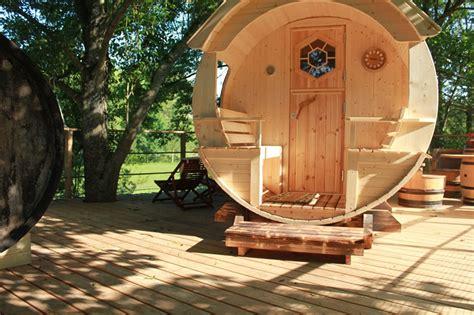 chambres dans les arbres cabane tonneau les cabanes de canon