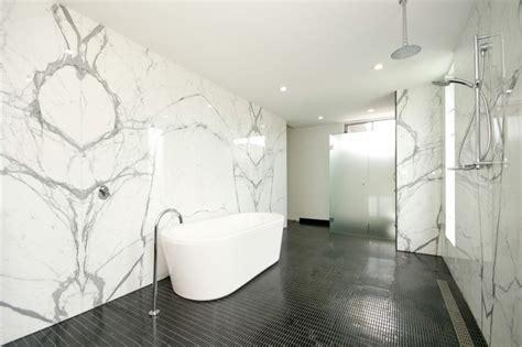cuisine blanche mur gris le carrelage en marbre en 42 photos