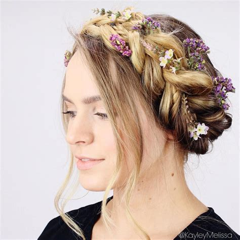 Absolutely swooning over this braided crown with gorgeous
