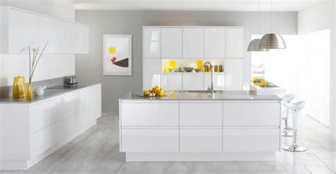 carrelage pour cuisine blanche 53 variantes pour les cuisines blanches