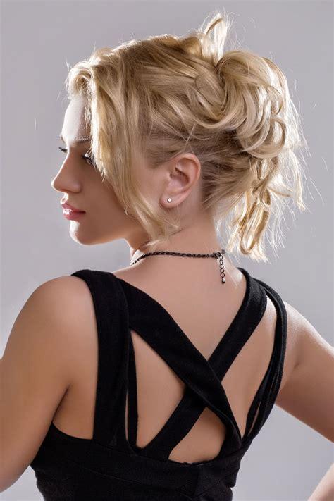 blonde haare  locker laessigem dutt hochsteckfrisuren