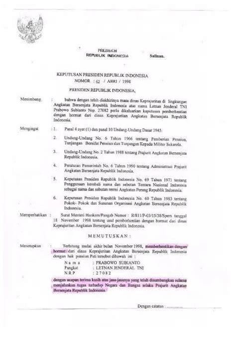 bj habibie menanda tangani surat keputusan pensiun