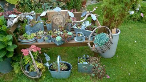Herbstdeko Gartenbank by Gartenbank Mit Blumen Dekorieren Amuda Me