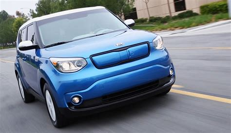 2015 kia soul ev is the new electric car on the block with nissan leaf beating 100 range