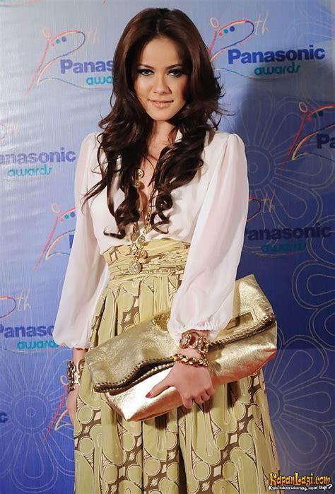 ola ramlan with batik