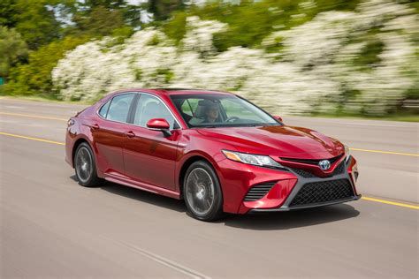 Review Toyota Camry Hybrid by 2018 Toyota Camry Hybrid Review Caradvice