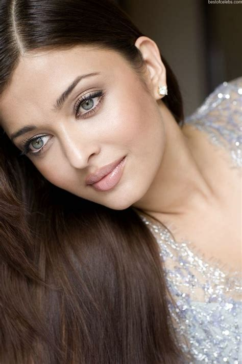 Sab Hot Actress Aishwarya Rai Hot Cleavage Show Photo
